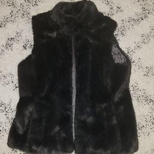 Banana Republic Jackets & Coats - Women's Banana Republic Faux Fur Vest Size M